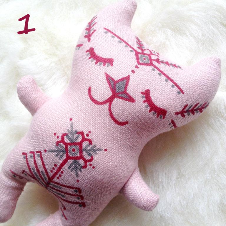 Miera kaķis mazais (gaiši rozā)